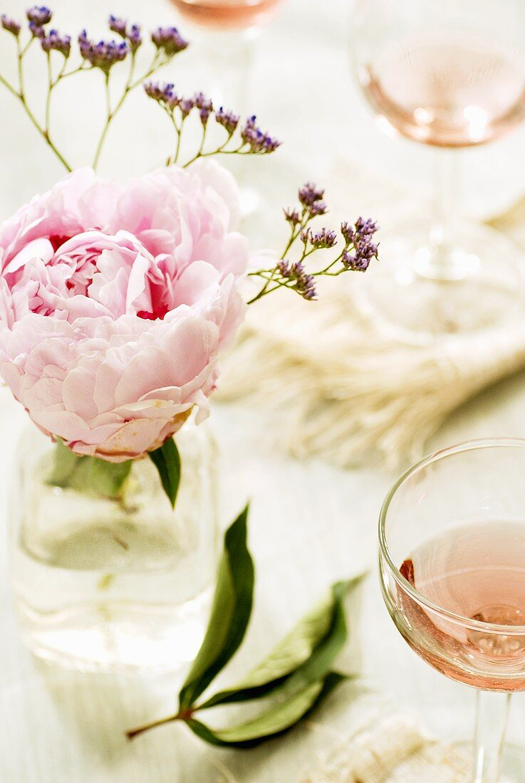 Rosé wine with floral decoration