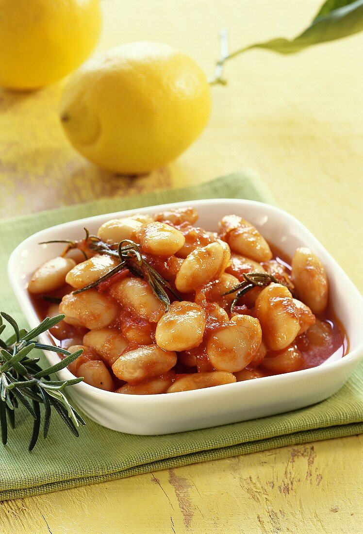 Fagioli all'uccelletto (beans with rosemary and tomatoes)