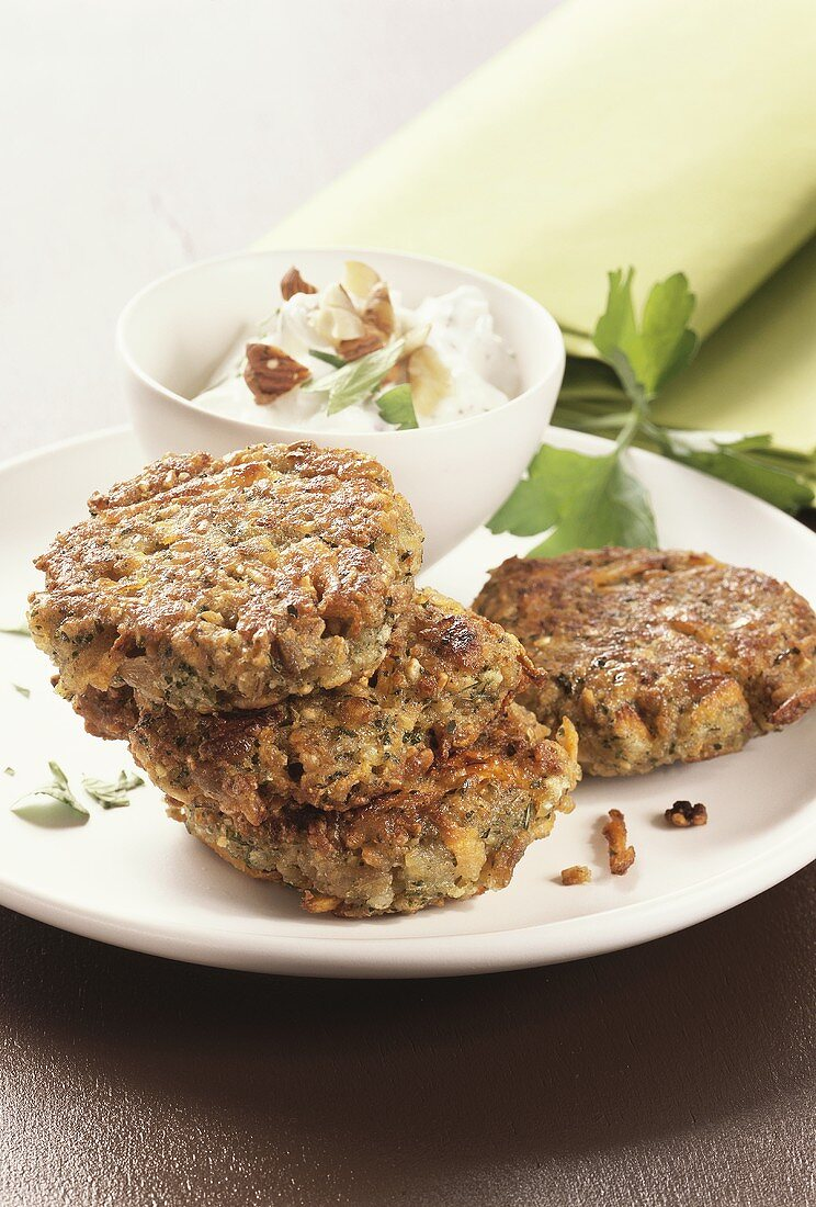 Green spelt and carrot burgers with quark dip