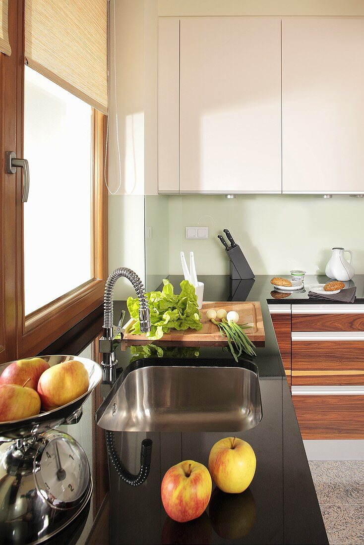 Kitchen units with sink