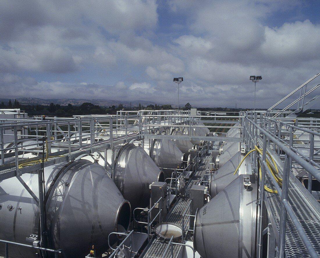 Rotary fermenters (cylindrical fermentation tanks)