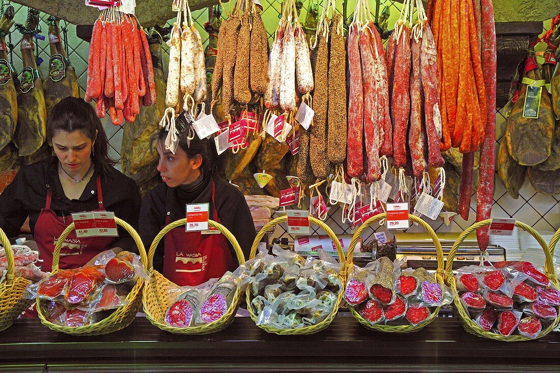 Various types of salami on a market stall (Mercat de St. Josep (Boqueria), Las Ramblas, Barcelona, Spain)