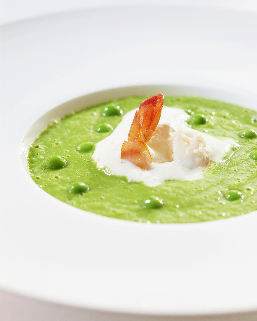 Pea soup with prawns and creme fraiche