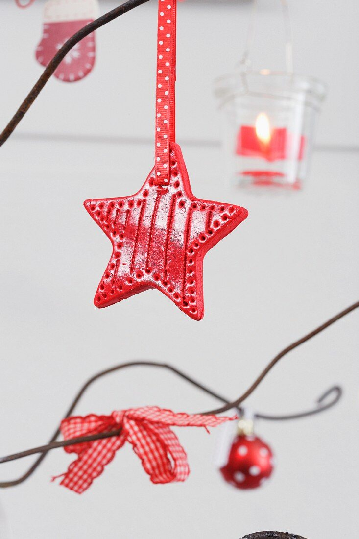 Wire Christmas tree (detail)