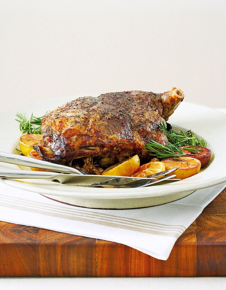 Leg of lamb with lemons and rosemary (cooked at low temperature)