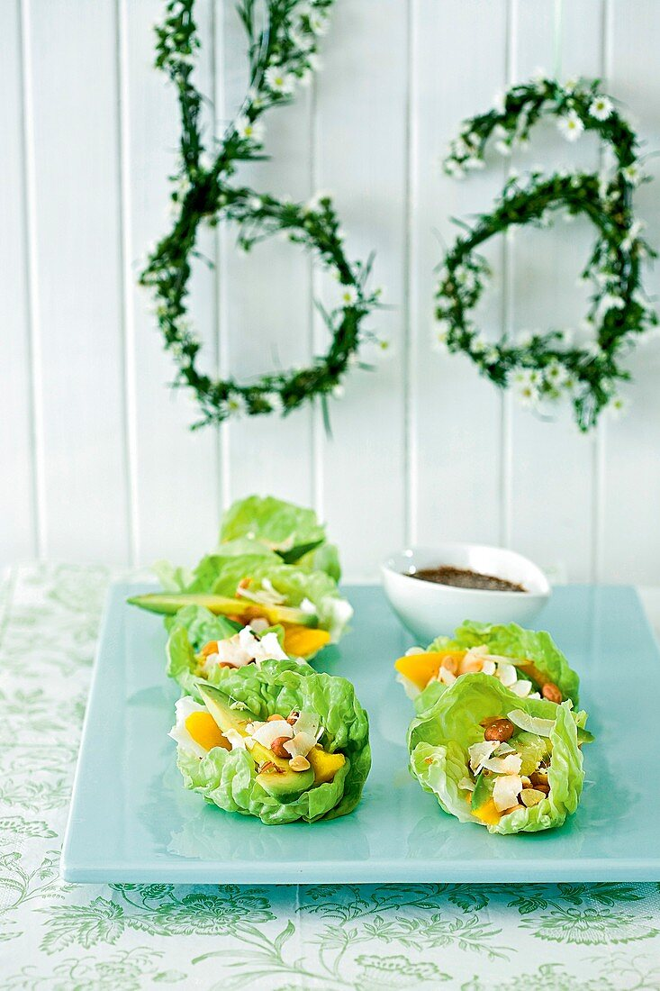 Lettuce leaves with avocado and nut filling (appetisers)