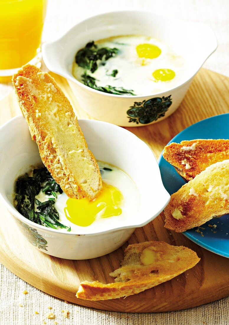 Oeufs en cocotte with cream and spinach