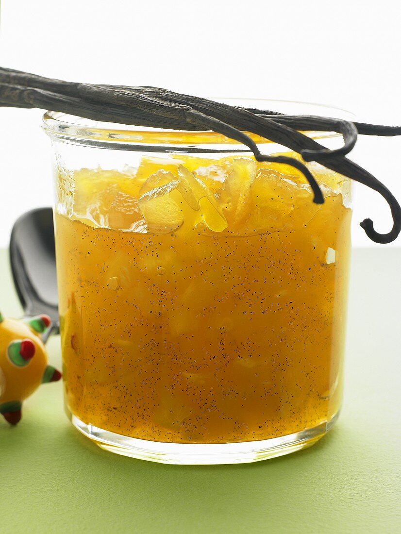 Pineapple and ginger jam with vanilla