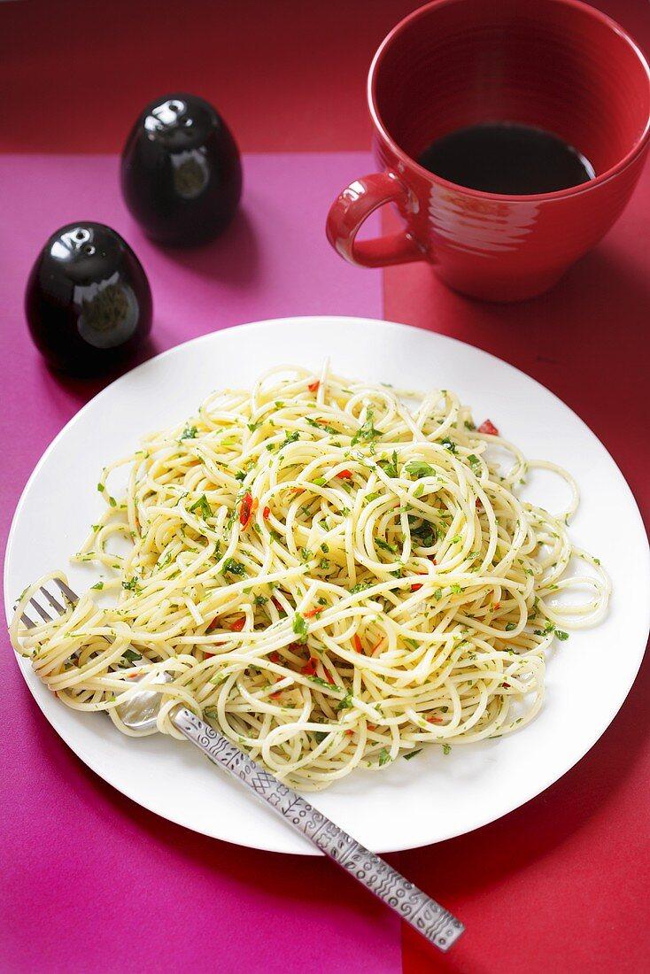 Spaghetti aglio, olio, peperoncino (Spicy pasta dish)