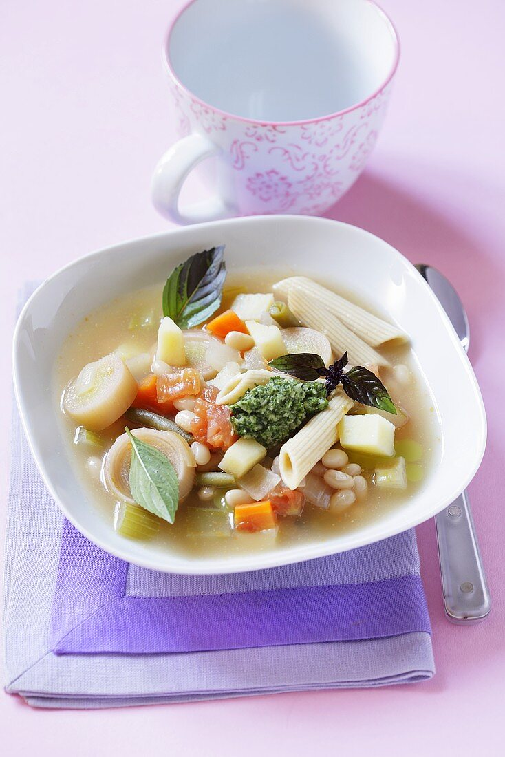Vegetable soup with pasta and pesto (France)
