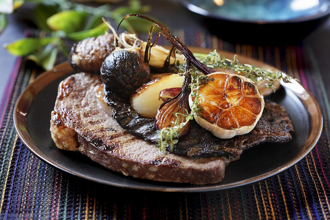 Grilled beef with mushrooms and garlic