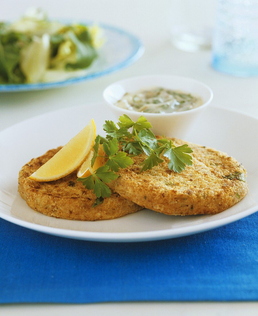 Tuna cakes with remoulade sauce