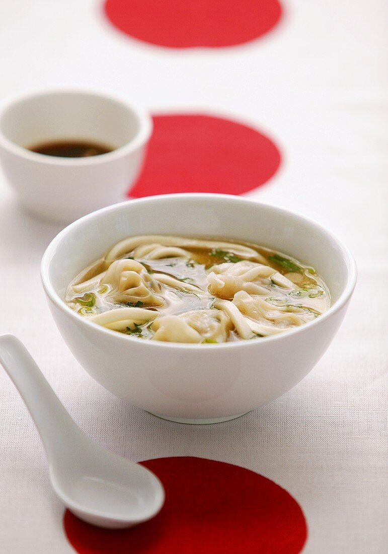Wonton soup (broth with filled dumplings, China)