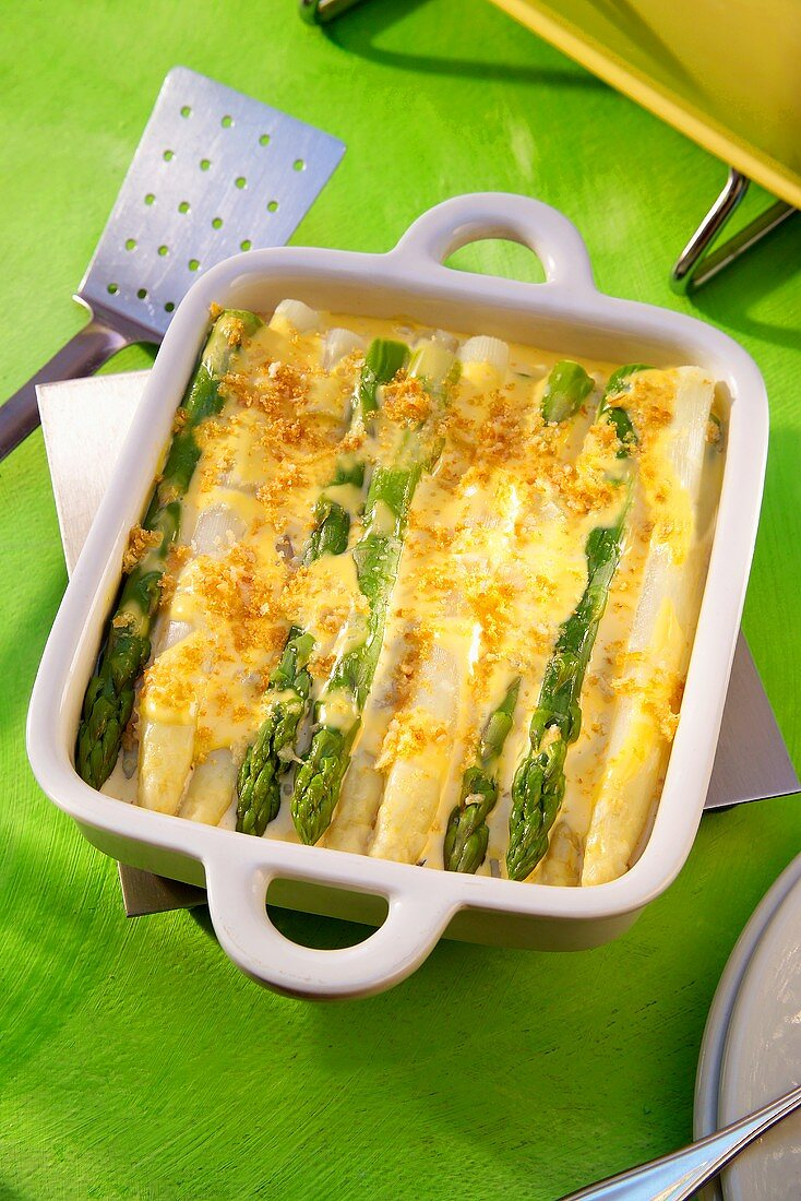 Asparagus gratin with white and green asparagus
