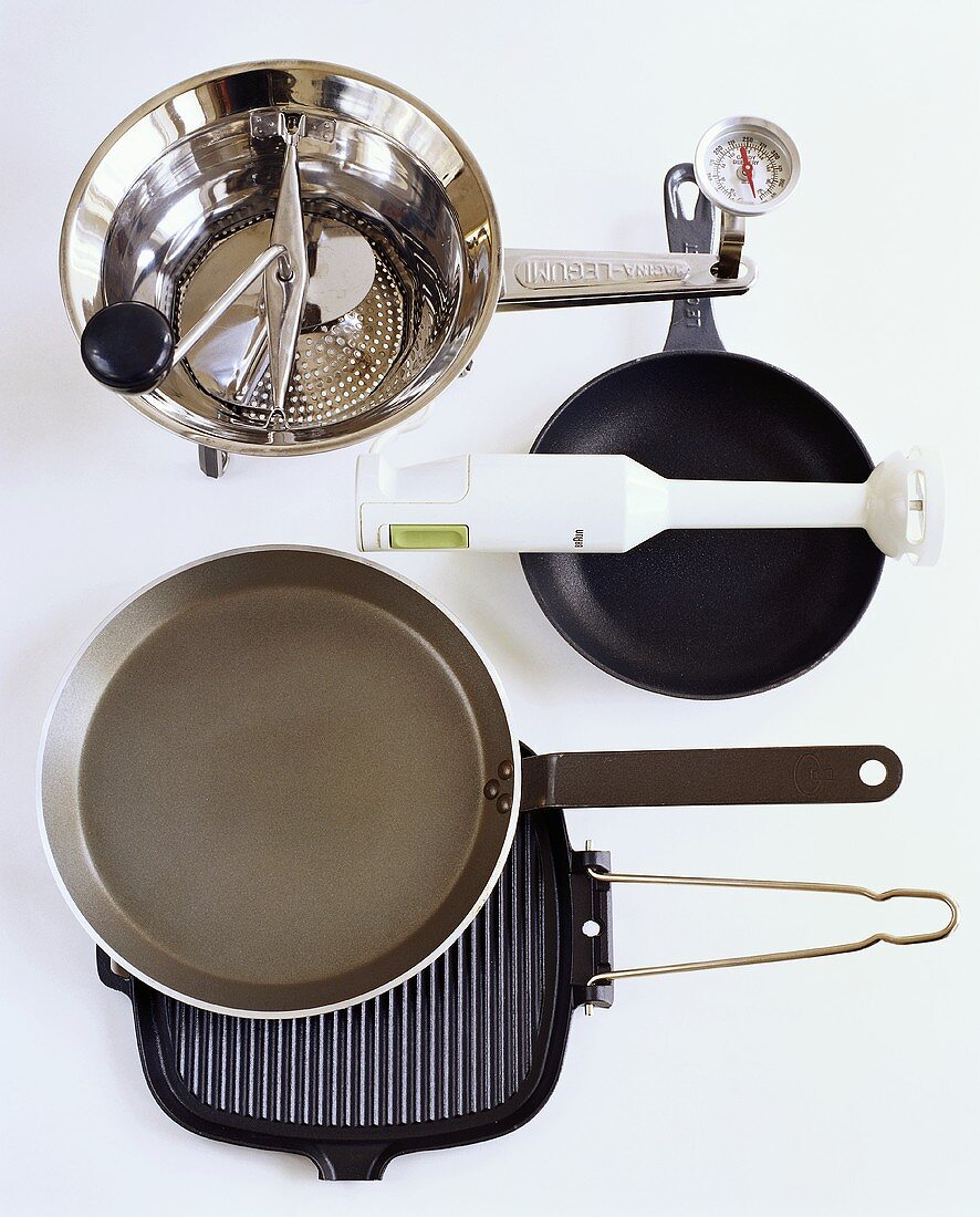 Frying pans, food mill and hand blender