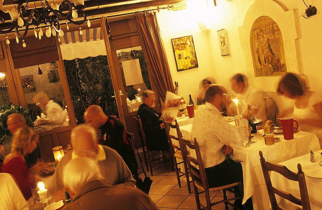 View into restaurant 'Au Brin de Thym', Arles, France