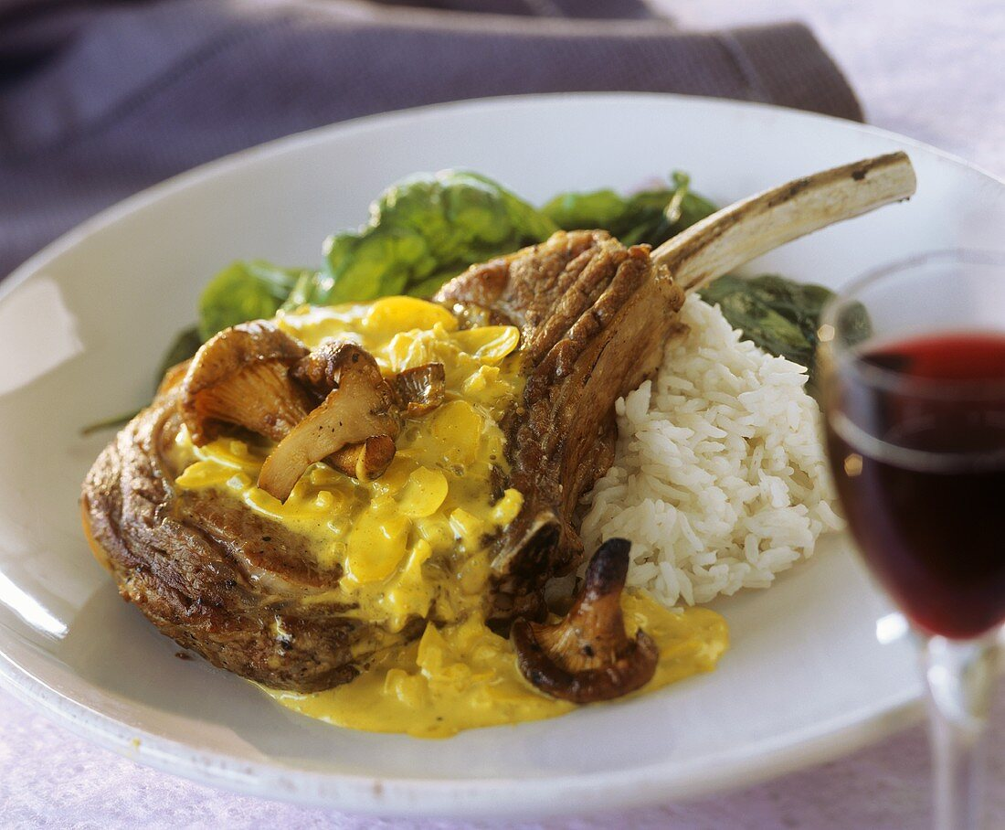 Veal cutlet with almond curry sauce, chanterelles & rice