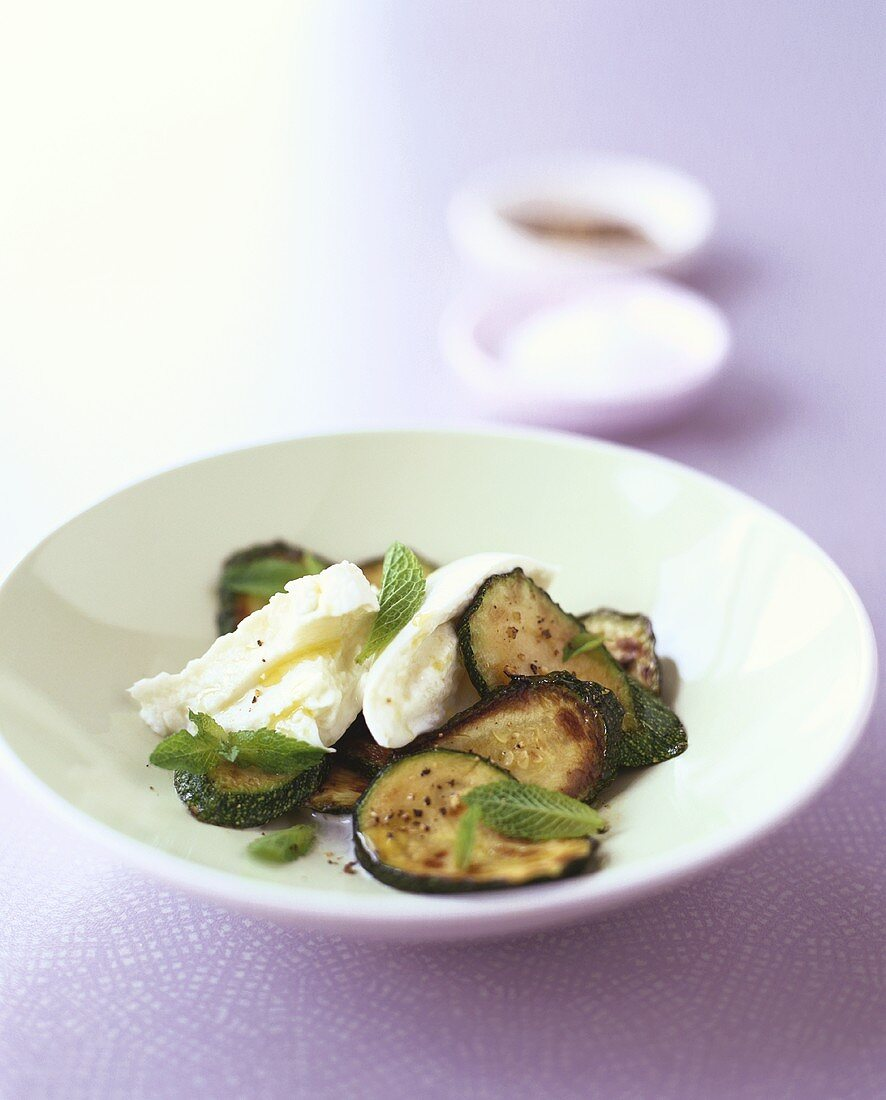 Marinated courgettes and mozzarella with mint