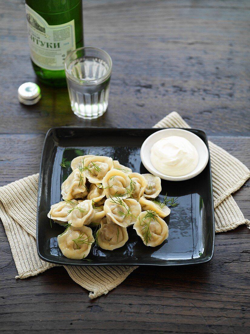 Pelmeni with smetana (filled pasta parcels with sour cream)