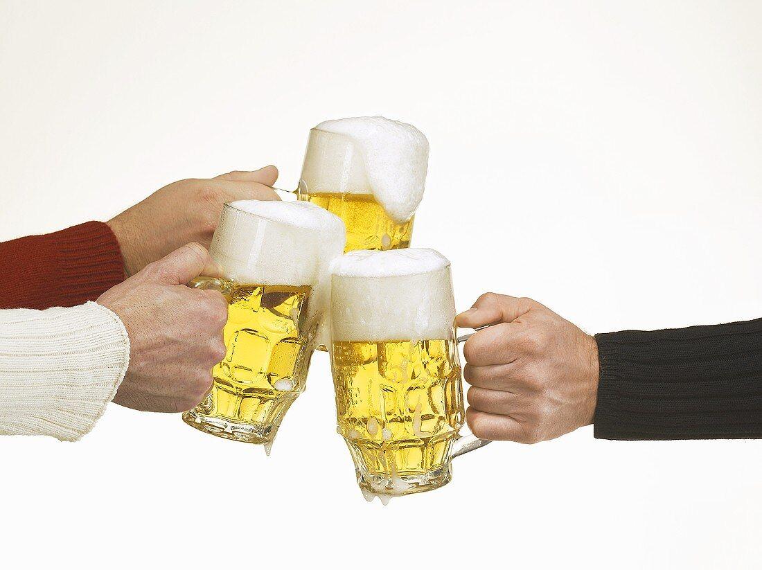 Clinking beer tankards
