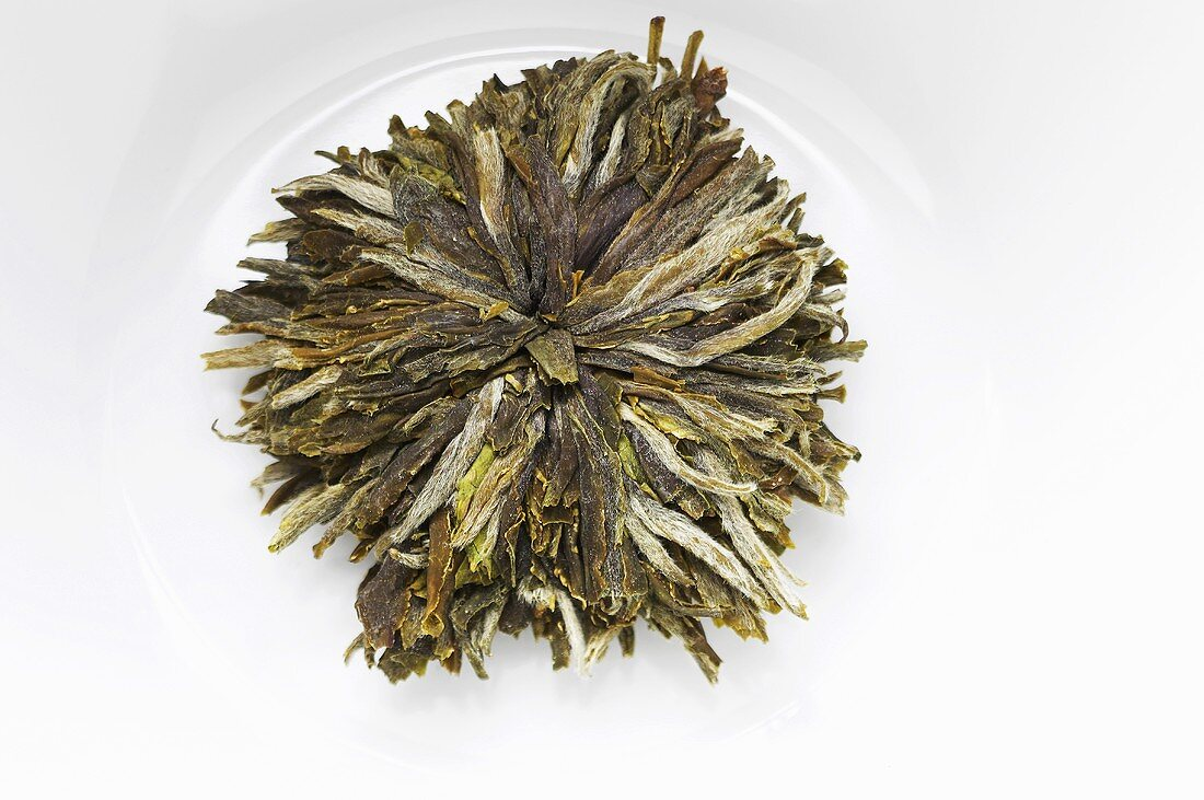 'Mu Dan' tea bloom (green tea, China)