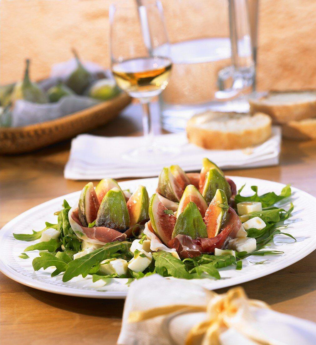 Antipasto friulano (Fig and rocket salad with ham)