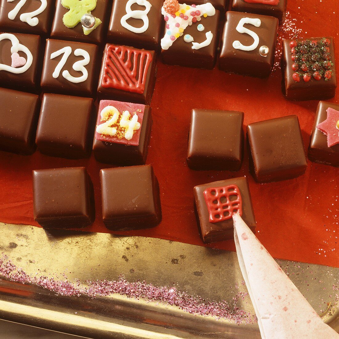 Advent calendar: decorating dominoes