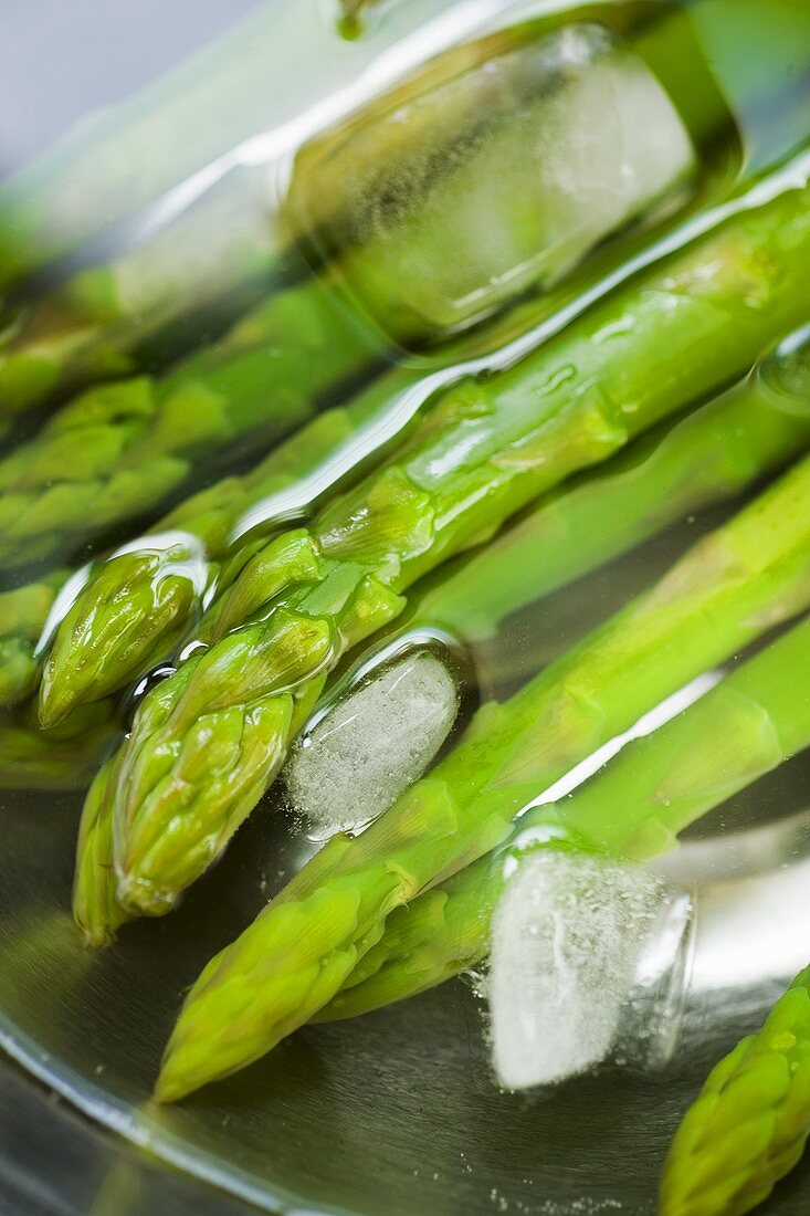Cooked asparagus in iced water