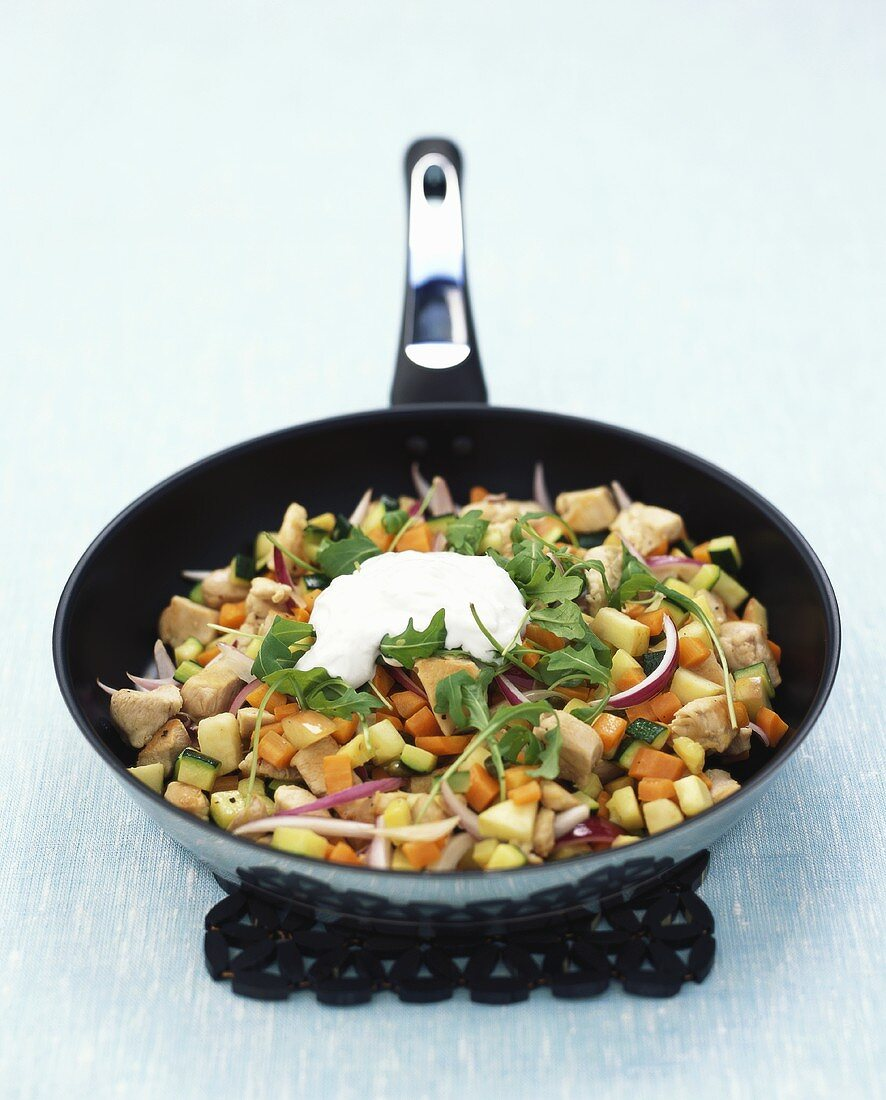 Pan-cooked chicken and vegetables with horseradish cream