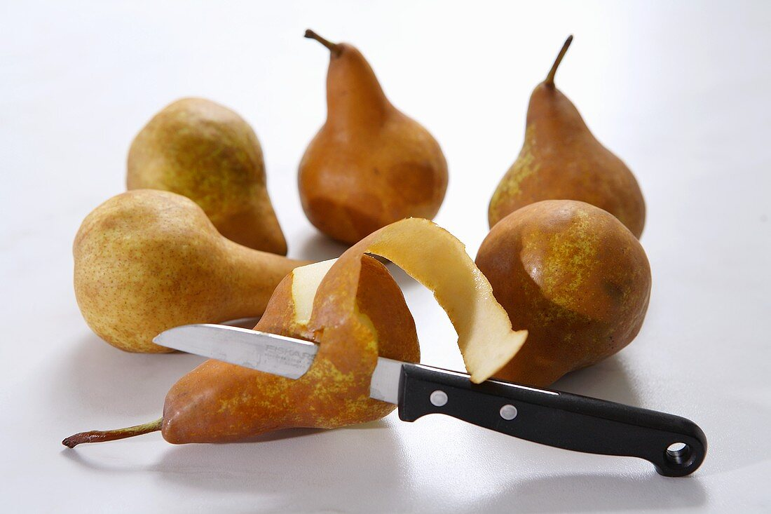 Six pears (variety 'Bosc's Flaschenbirne') with knife