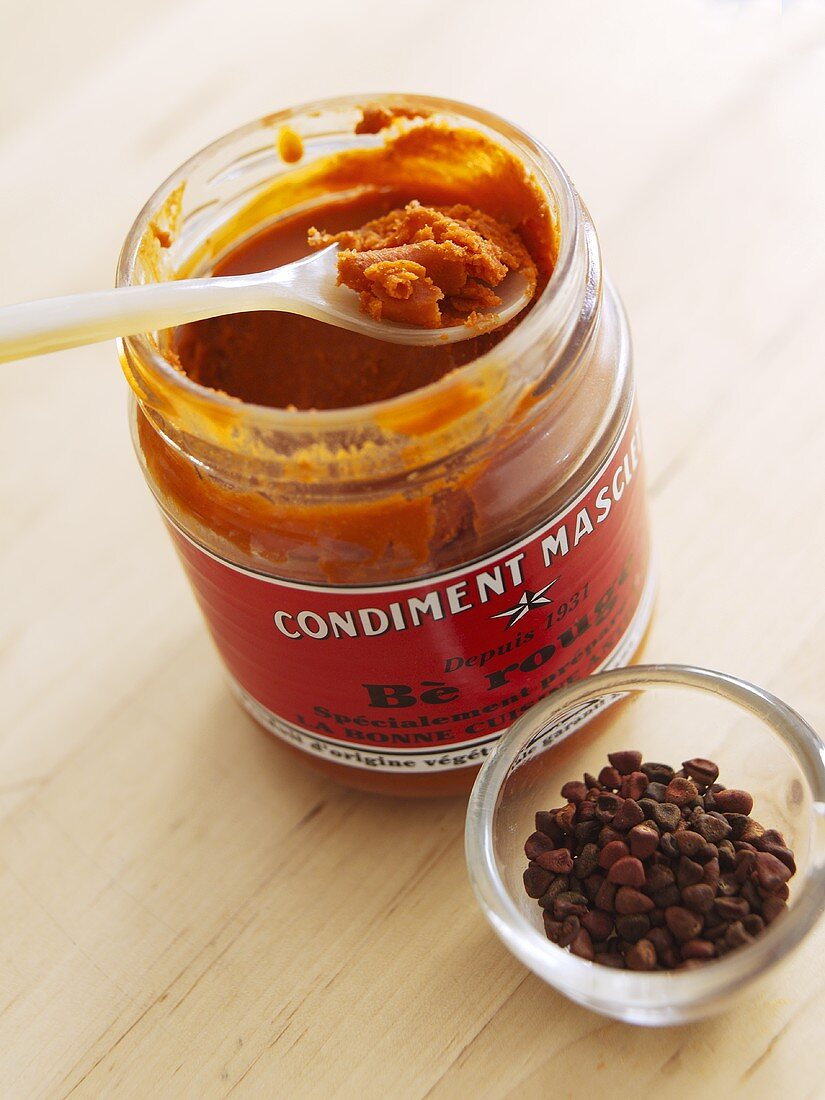 Spicy paste with anatto seeds