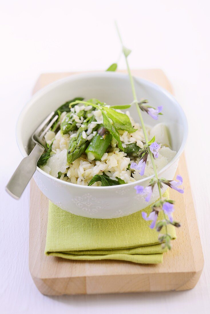 Asparagus risotto with fried sage leaves