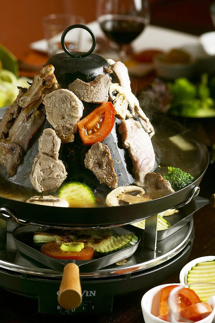 'Tartar's hat' with meat and vegetables
