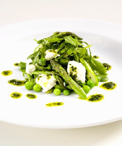 Pea and asparagus salad with goat's cheese