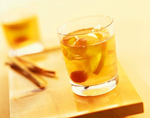 Old Fashioned: cocktail made with whisky and angostura