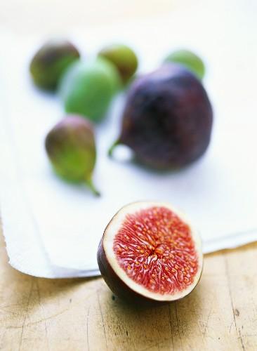 Fresh figs on kitchen cloth, one halved