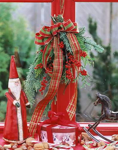Hanging Christmas bouquet, Father Christmas & rocking horse