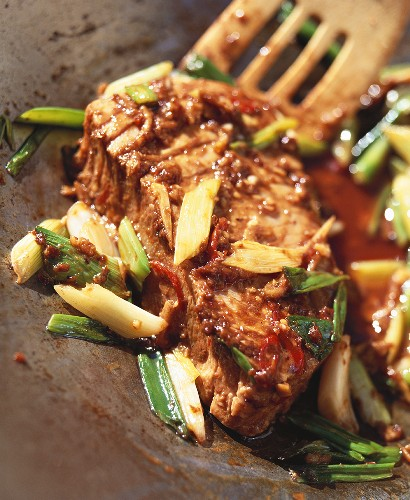 Fried tuna in spicy soya bean sauce