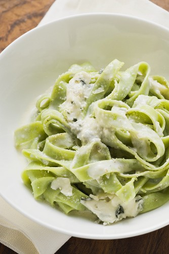 Green ribbon pasta with blue cheese