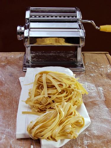 Home-made tagliatelle and pasta maker
