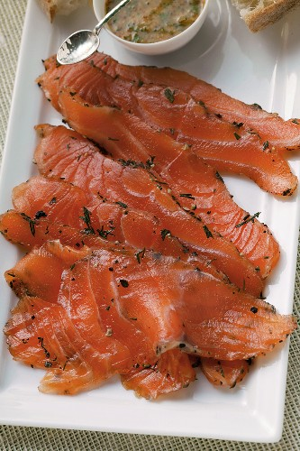 Graved lachs with dill; mustard sauce; white bread