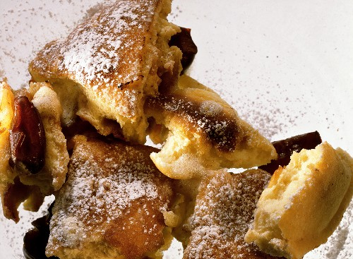 Browned Plum Omelet with powdered Sugar