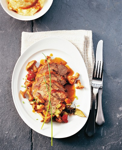 Braised veal knuckle with chanterelle mushrooms