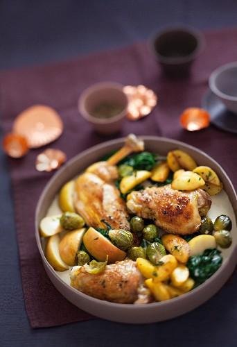Kohlgerichte für den Winter: Geschmortes Hähnchen mit Rosenkohl