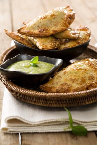 Panzerotti con la zucchina (Teigtäschchen mit Zucchinifüllung)