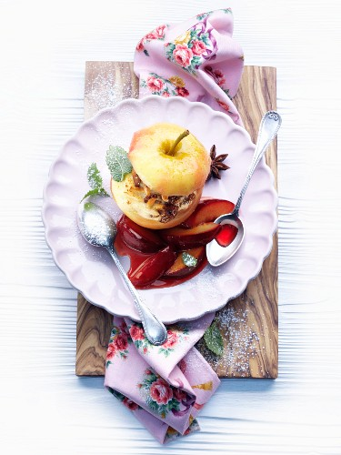 Baked apple with almond and semolina filling