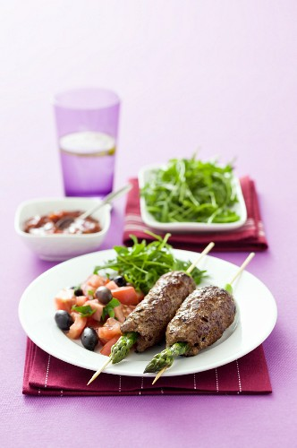 Asparagus & minced meat kebabs with a side salad