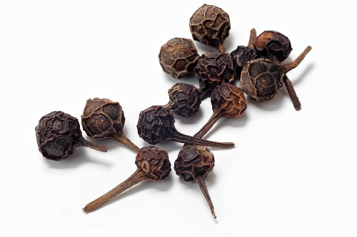 Cubeb (tailed pepper) (close-up)