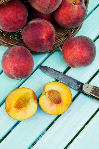 Peaches with a basket and a knife