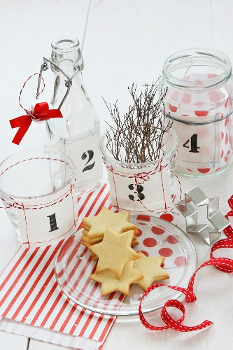 A craft idea for a contemporary Advent wreath: screen-printed fabric labels for jars